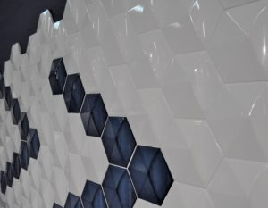Azulejo hexagonal con relieve.